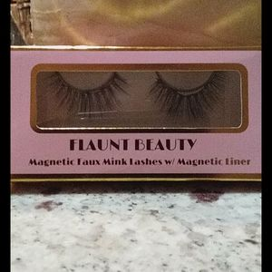 Flaunt Beauty Magnetic lashes w/ magnetic liner